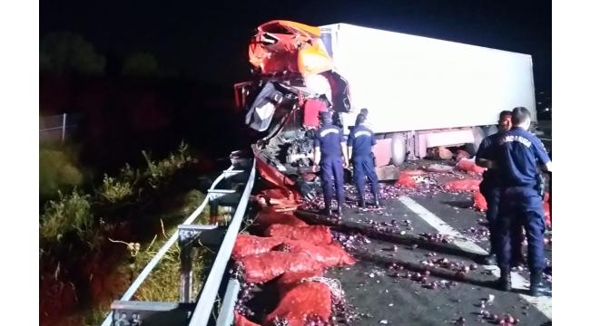 3 araçlı zincirleme kaza: 1 ölü 1 yaralı