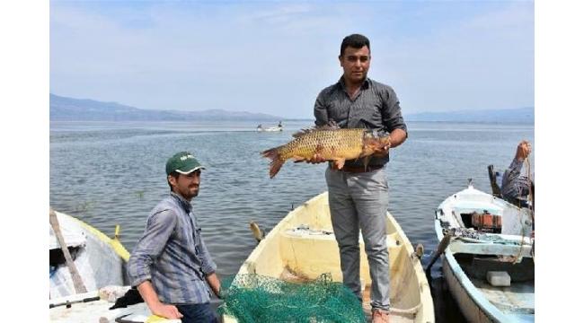 Marmara Gölü'nde balıkçılar 'Vira Bismillah' dedi