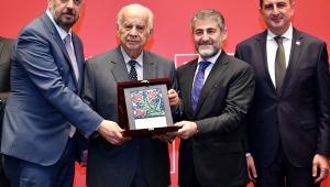 Seramiksan Yönetim Kurulu Başkanı Demirdöver'e sektöre katkı ödülü