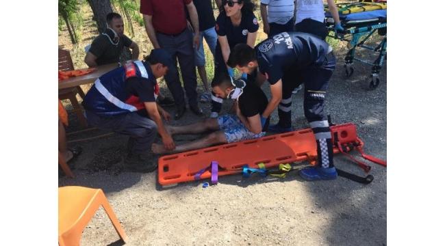 Trafik denetim noktasındaki beton bariyere çarptı: 3 yaralı