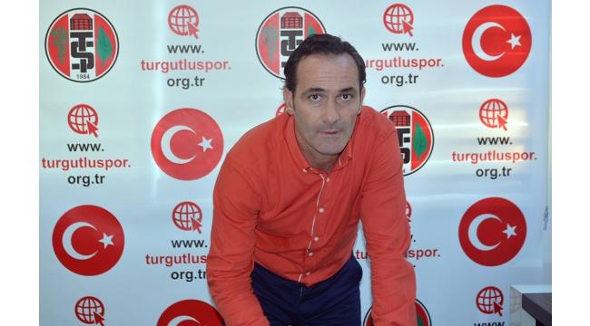 Turgutluspor Cüneyt Biçer'le imzaladı