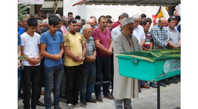 Kazada ölen 6 kişiden 5'inin cenazeleri toprağa verildi