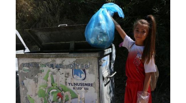 Gençler ve çocuklar tabiat parkını temizledi