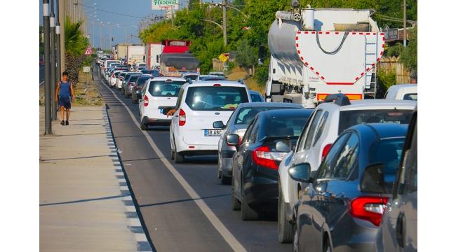 Turgutlu'da İzmir - Ankara Yolunda metrelerce araç kuyruğu (VİDEO)