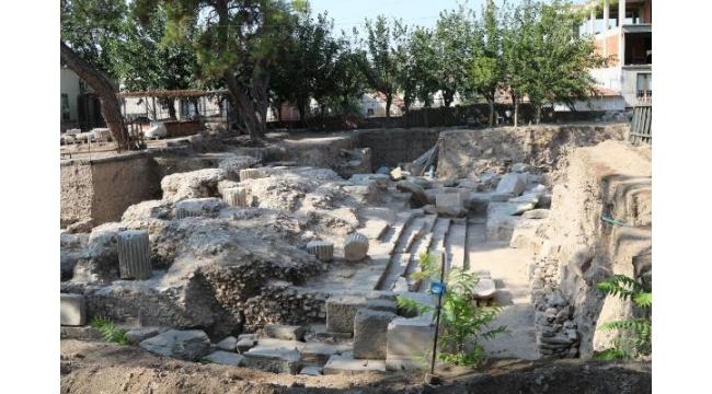 Thyateira kazılarında tapınak ve 67 mezar ortaya çıkarıldı