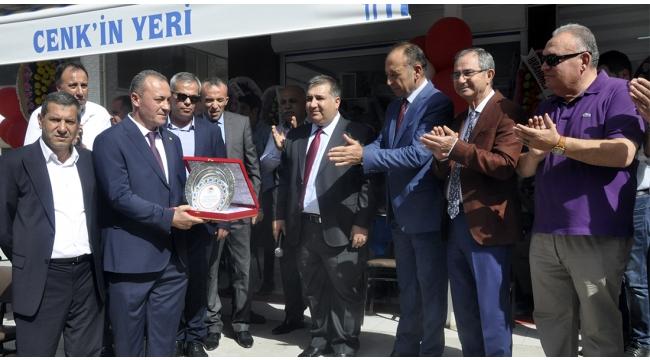 Başkan Vatansever'in yeni iş yeri yoğun katılımla açıldı