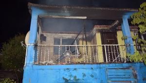 Cinayet zanlısının evini yaktılar (VİDEO)