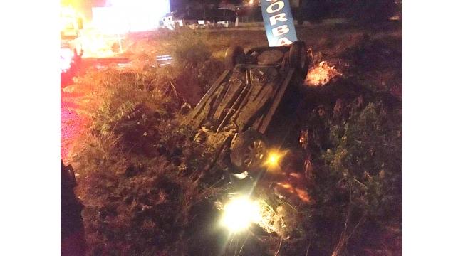 Otomobil kanalizasyon kanalına düştü: 2 yaralı