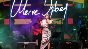 Cumhuriyet coşkusu Merve Özbey konseriyle taçlandı