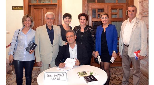 Eğitimci - Yazar Danacı'nın imza ve söyleşi günü ilgi gördü