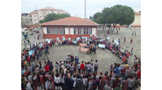 Öğrenciler lösemili çocuklar için yürüdü