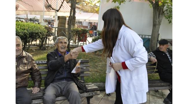 Sağlık çalışanları KOAH hakkında vatandaşları bilgilendirdi