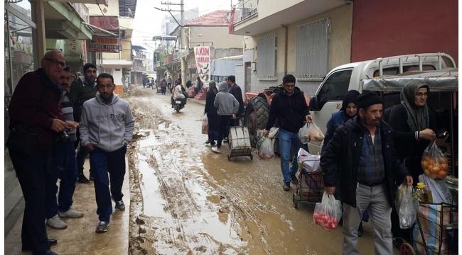 Sokaklar çamur deryasına döndü; vatandaşlar isyan etti