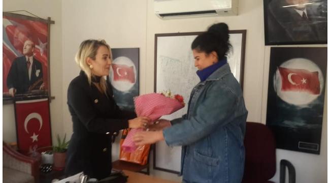 Turgutlu'nun tek kadın muhtarına 'Kadın Hakları Günü' kutlaması