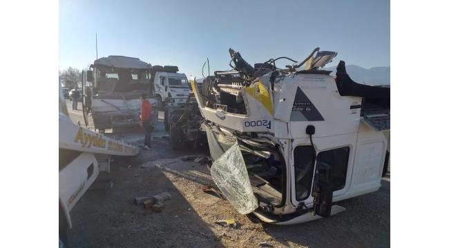 İzmir-Turgutlu Karayolunda Kaza: Çok sayıda yaralı var (VİDEO)