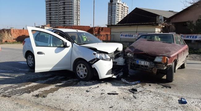 Trafik Kazasında Biri Çocuk Üç Kişi Yaralandı