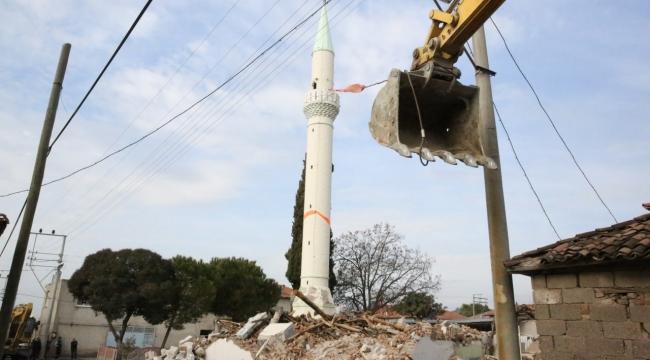 Depremde Hasar Gören Minarenin Yıkımı Yapıldı