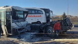 Kemalpaşa'da zincirleme kaza: 14 yaralı