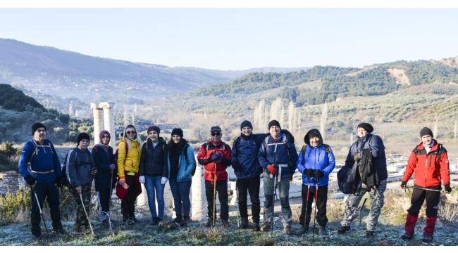 Olympos Dağcılık 16. Etkinliğini Sart Kalesi ve Çamur Hamamı Kaplıcaları Parkurunda Gerçekleştirdi