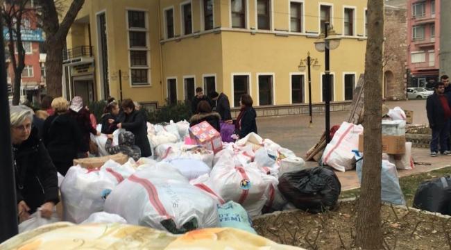 Turgutlu 30 saatte 2 TIR yardım malzemesi topladı VİDEO