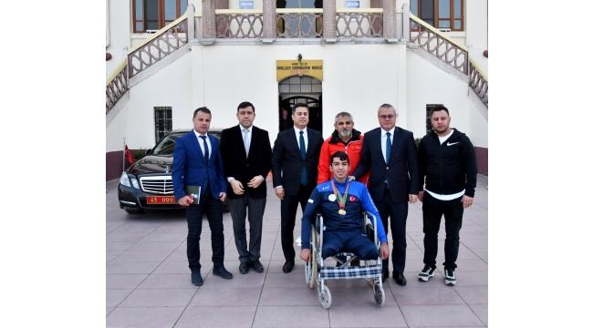 Belarus Şampiyonu Keskin'e Validen Ödül