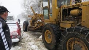 Belediye yolu açtı, mahsur kalanlar kurtarıldı - VİDEO