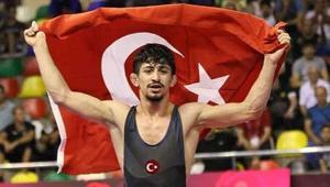 Milli güreşçi Kerem Kamal yine ülkeye gurur yaşattı