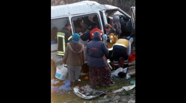 Otomobille çarpışan işçi servisi, şarampole devrildi: 1 ölü, 12 yaralı