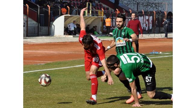 Turgutluspor lider Kocaeli'yi sahadan sildi: 2-0