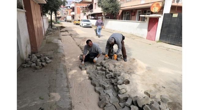 Belediye'den arazi düzeltme ve parke tamirat çalışması