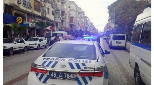 Polisten Turgutlulular'a megafonla 'evde kalalım' anonsu (VİDEO)