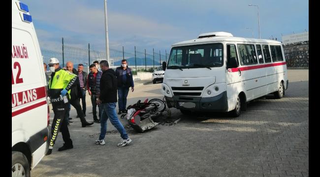 OSB içinde minibüs ile motosiklet çarpıştı: 1 yaralı