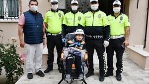 Turgutlu'da engelli çocuğa polislerden sürpriz doğum günü