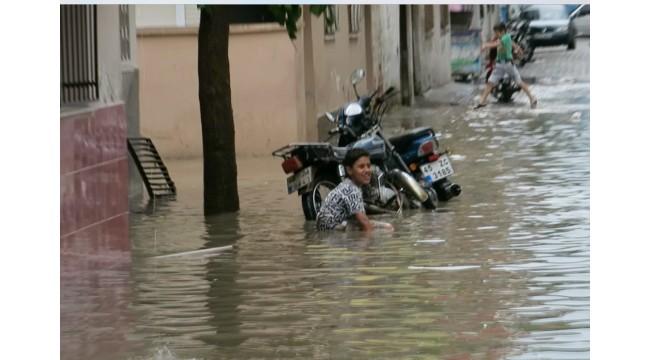 Su baskını çocuklara yaradı