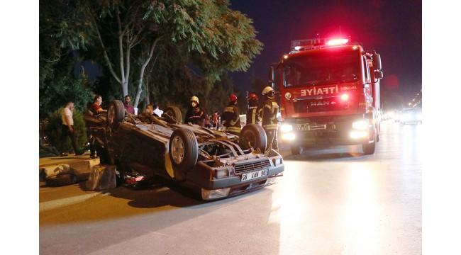 Taksiye çarpan otomobil devrildi: 2 yaralı