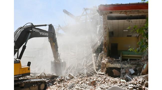 Turgutlu'da depreme dayanıksız okul binaları yıkılıyor