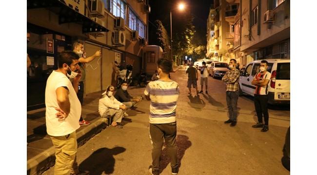 Dolandırıldığını iddia eden vatandaşlar kuyumcuyu bastı
