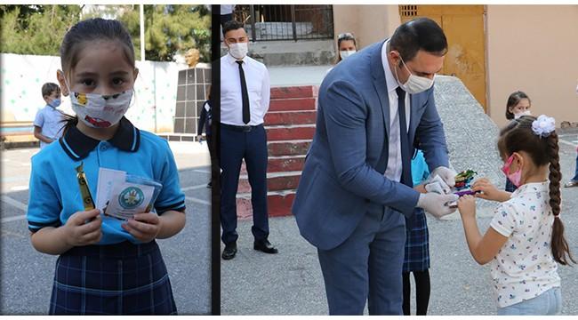 Öğrencilere kuru üzüm ve mesir macunu dağıtıldı
