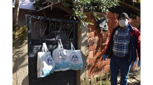 Ahmetli Belediyesi karantinadaki ailelerin yanında
