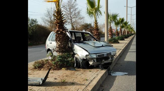 Kontrolden çıkan araç refüjdeki ağaca çarptı: 1 yaralı