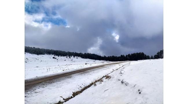 Manisa'ya yılın ilk karı yağdı