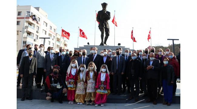 CHP Sözcüsü Faik Öztrak,Manisa'da Balkan göçmenleriyle buluştu