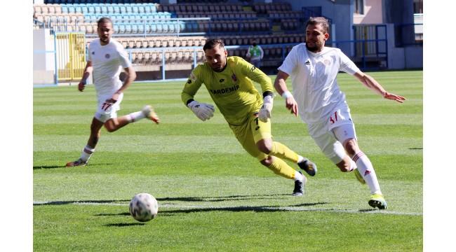Turgutluspor'dan Karabük'te 4 gollü galibiyet