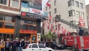 Turgutlu'da CHP'nin '128 Milyar Dolar Nerede?' pankartına izin yok