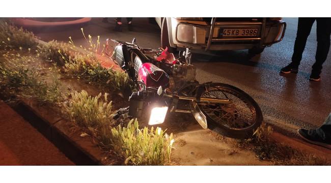 Dur ihtarına uymayan motosiklet sürücüsü ile arkadaşı polis aracına çarpınca yakalandı