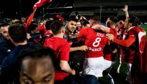 Milli futbolcular Burak Yılmaz, Yusuf Yazıcı ve Zeki Çelik'ten 'şampiyonluk' paylaşımı