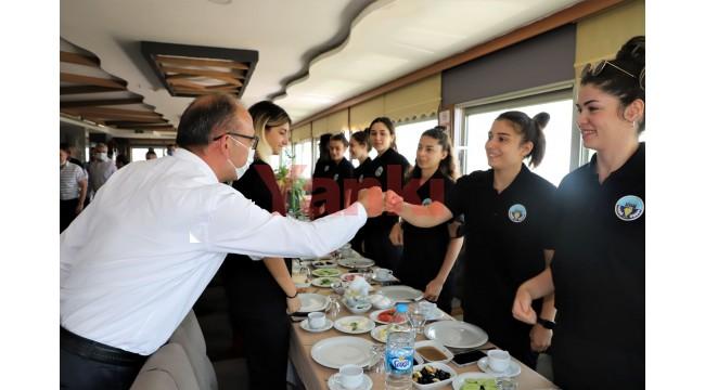 Altın Kızlar Ankara Yolcusu