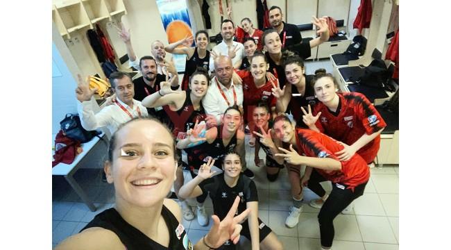 Turgutlu Belediyespor final grubunda da yenilgisiz!