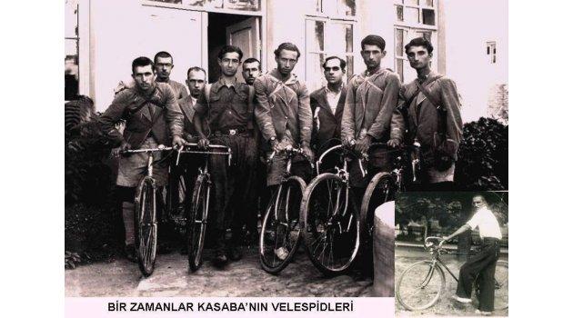Kasaba sokaklarında velespitler (bisikletler)