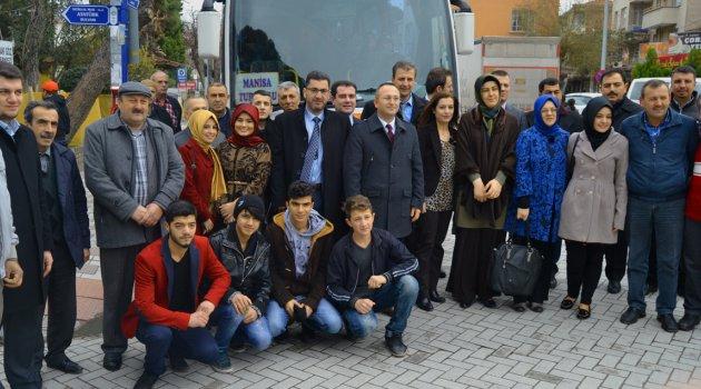 AKP Turgutlu Teşkilatı Manisa'ya hareket etti